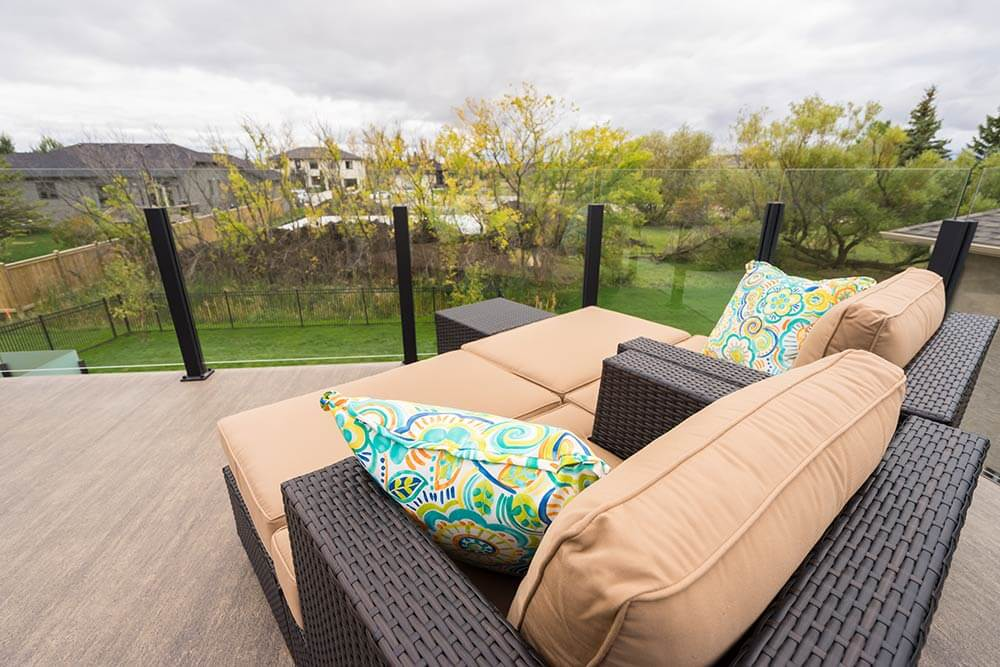 Urban Privacy Paradise - Windeck Ltd. - Deck Builder Winnipeg, Manitoba